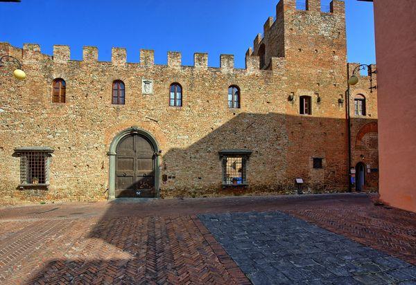 Castle Excellent Tuinmeubelen.Vakantiehuizen In Certaldo Te Huur Certaldo Vakantiehuisjes 1 20